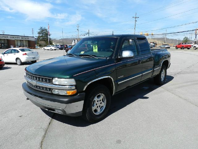 2001 CHEVROLET SILVERADO 1500 LT EXTCAB SHORT BED WITH ONST green all power equipment on this veh