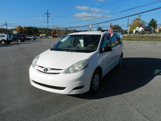 2006 TOYOTA SIENNA LE 8 PASSENGER 4DR MINIVAN white all power equipment is functioning properly