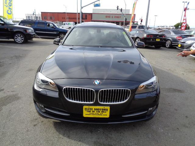 2011 BMW 5 SERIES 528I 4DR SEDAN dark graphite metallic navigation premium package black sapphire