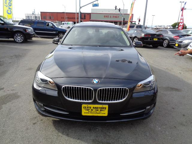 2011 BMW 5 SERIES 528I 4DR SEDAN dark graphite metallic navigation premium package bumper color