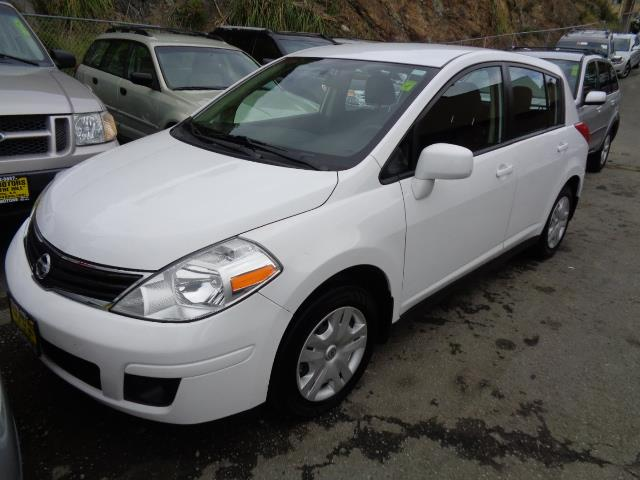 2011 NISSAN VERSA 18 S 4DR HATCHBACK 4A white aluminum kick platesbumper color - body-colordoo