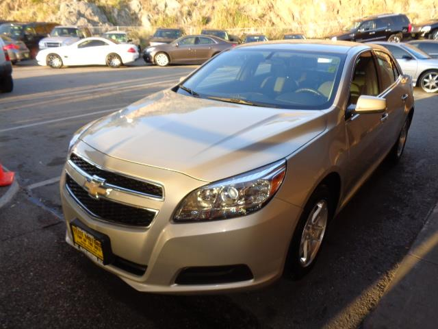2013 CHEVROLET MALIBU LT 4DR SEDAN W1LT white gold metallic door handle color - body-colorfront