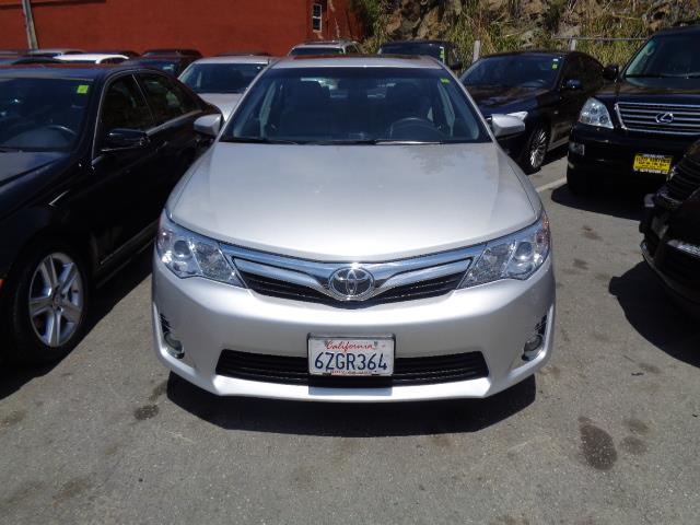 2013 TOYOTA CAMRY XLE 4DR SEDAN silver door handle color - body-colorexhaust tip color - chrome