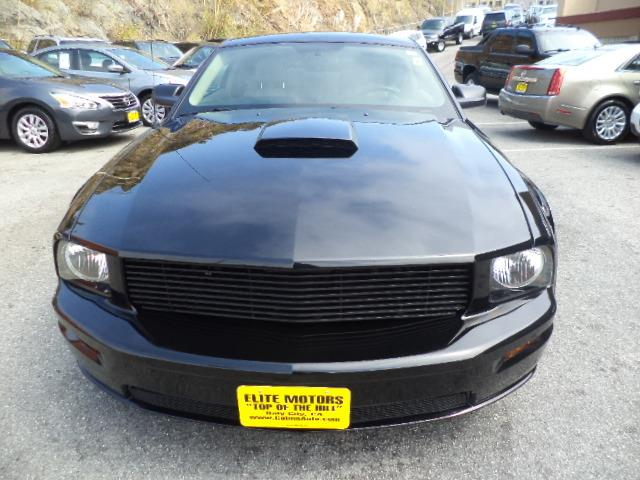2008 FORD MUSTANG GT DELUXE COUPE 2D black clearcoat gt stick shift 69166 miles VIN 1ZVHT82
