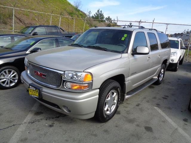 2005 GMC YUKON XL DENALI AWD 4DR SUV silver birch metallic navigation leather 3rd seat moon roo