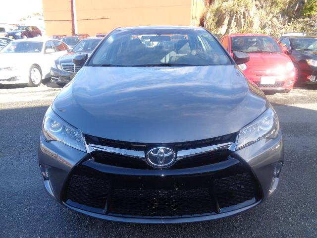 2015 TOYOTA CAMRY SE 4D SEDAN gray air conditioning alarm power steering power windows power
