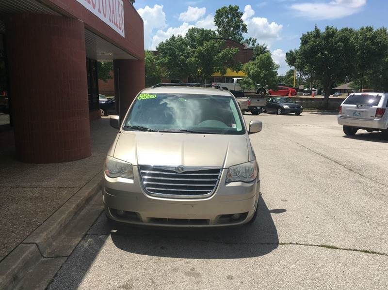 2009 Chrysler Town and Country Touring Mini-Van 4dr - Norman OK