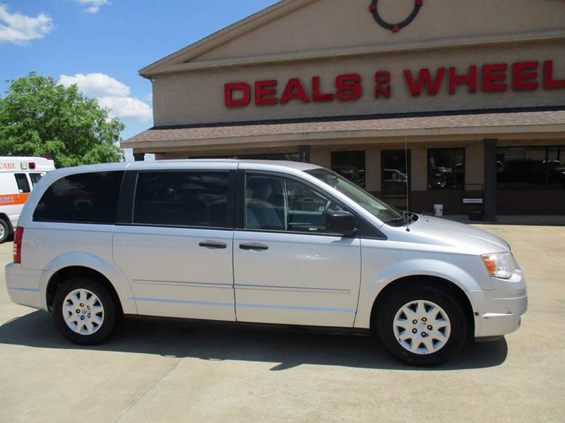 2008 chrysler town and country lx 4dr mini van in lawrenceburg tn deals on wheels. Black Bedroom Furniture Sets. Home Design Ideas
