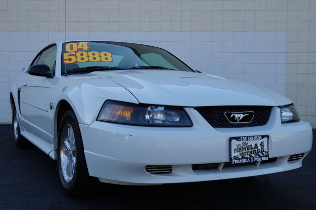 2004 FORD MUSTANG DELUXE COUPE oxford white clearcoat air conditioningalloy wheelsamfm radioan