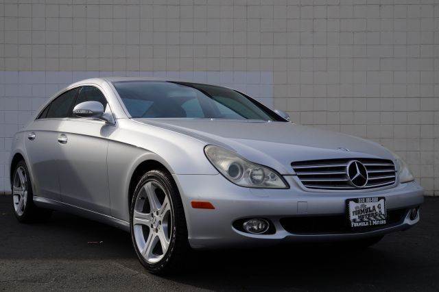 2006 MERCEDES-BENZ CLS-CLASS CLS500 4-DOOR COUPE iridium silver metallic beautiful is what descr