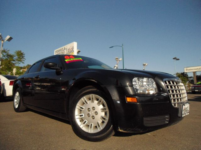 2006 CHRYSLER 300 V6 black this is a super clean black on black chrysler 300  it is fully loaded