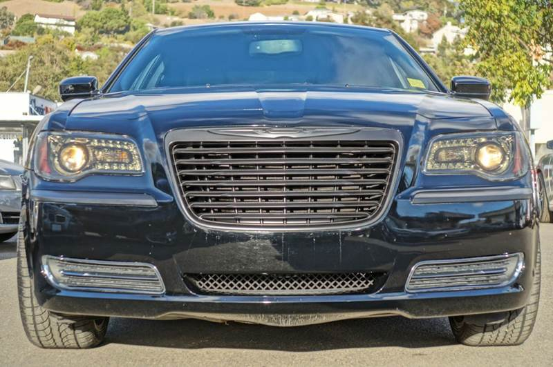 2014 CHRYSLER 300 BASE 4DR SEDAN gloss black 40702 miles VIN 2C3CCAAG6EH235709