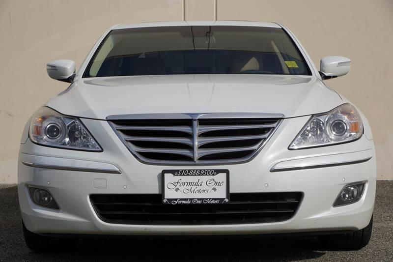 2009 HYUNDAI GENESIS 46L V8 4DR SEDAN white satin pearl this hyundai genesis sedan comes fully lo