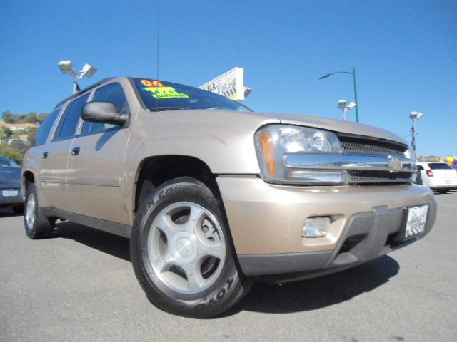 2006 CHEVROLET TRAILBLAZER EXT LS 4X4 gold chevy trailblazer ext ls v6 automatic 4x4 3rd row