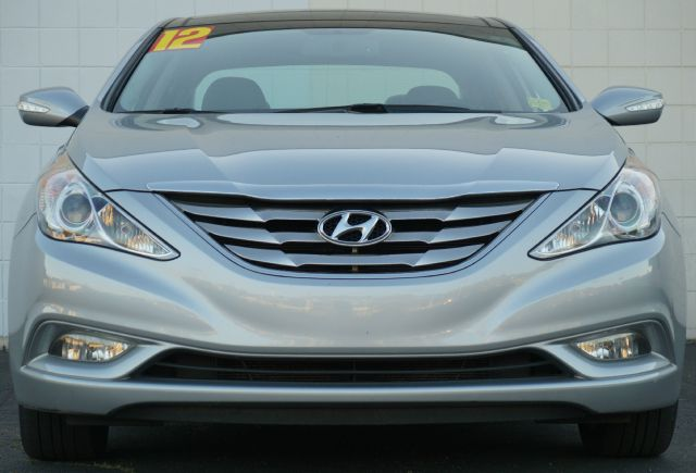 2012 HYUNDAI SONATA LIMITED 4DR SEDAN PZEV radiant silver metallic it used to be a wallflower but