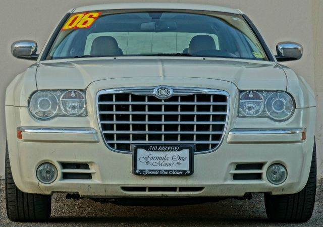 2006 CHRYSLER 300 C AWD 4DR SEDAN stone white cc abs - 4-wheel adjustable pedals - power airbag