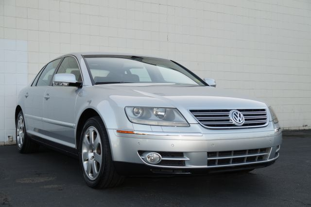 2004 VOLKSWAGEN PHAETON V8 silver atmosphere metallic 4wdawdabs brakesair conditioningalloy wh