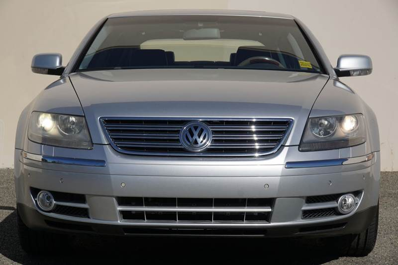 2004 VOLKSWAGEN PHAETON V8 4DR SEDAN cairo gray metallic abs - 4-wheel active suspension anti-t