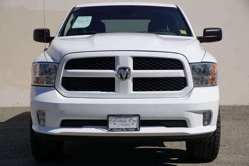2015 RAM RAM PICKUP 1500 EXPRESS 4X2 4DR CREW CAB 55 FT bright white clearcoat abs - 4-wheel a