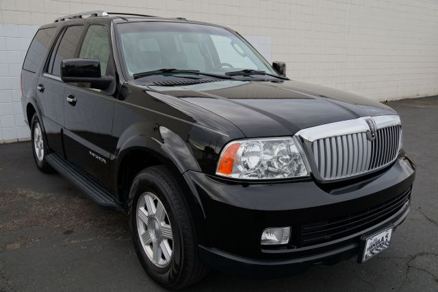 2006 LINCOLN NAVIGATOR 4WD LUXURY black clearcoat 4 door4 wheel driveall wheel driveamfm radio