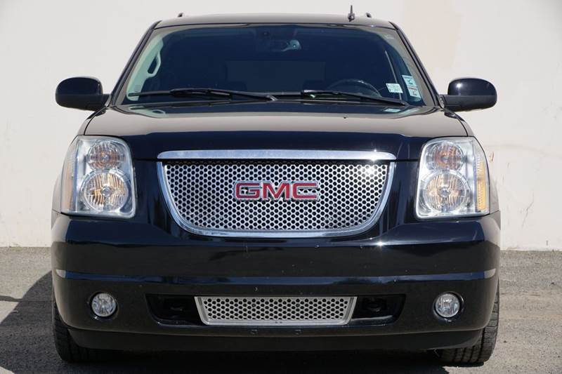 2007 GMC YUKON DENALI AWD 4DR SUV black 2-stage unlocking doors 4wd type - full time abs - 4-whe