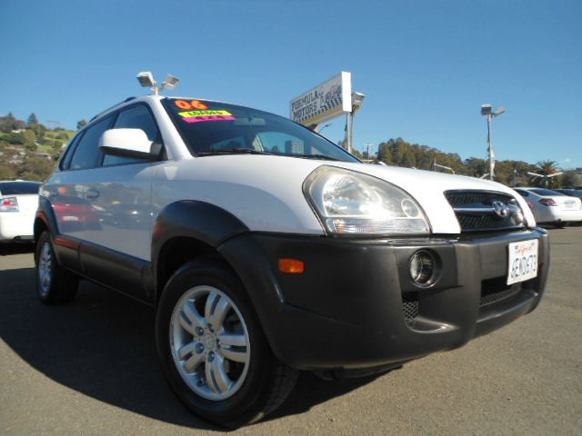 2006 HYUNDAI TUCSON GLS 27 4WD white this is a hard to find 4x4 hyundai tucson  suv  this little