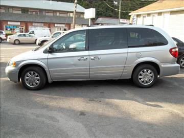 2005 Chrysler Town and Country for sale in Waterbury, CT
