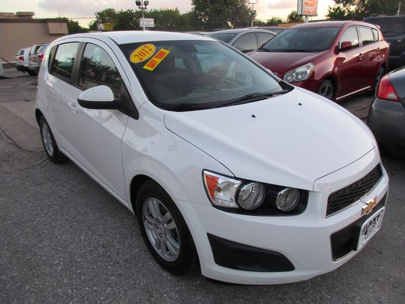 2012 CHEVROLET SONIC LS 4DR HATCHBACK W2LS white low mileage 4 door that will give you all your l