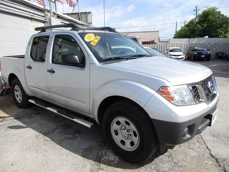 2012 NISSAN FRONTIER S 4X2 4DR CREW CAB SWB PICKUP 5A silver 4 door automatic frontier with a good