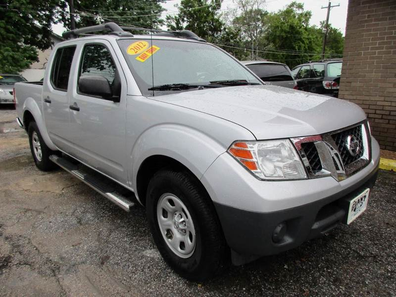 2012 NISSAN FRONTIER S 4X2 4DR CREW CAB SWB PICKUP 5A silver 4 door automatic frontier with a goo