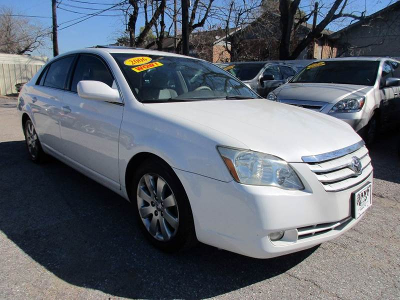 2006 TOYOTA AVALON XLS 4DR SEDAN white this is as nice a car as you are ever going to find in the