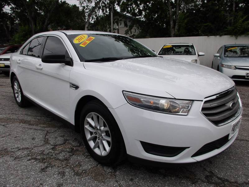 2013 FORD TAURUS SE 4DR SEDAN white great looking 4 door with lots of extras and a drive and inter
