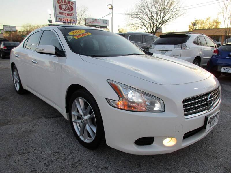 2011 NISSAN MAXIMA 35 S 4DR SEDAN white if your looking for a maxima and one that looks great and