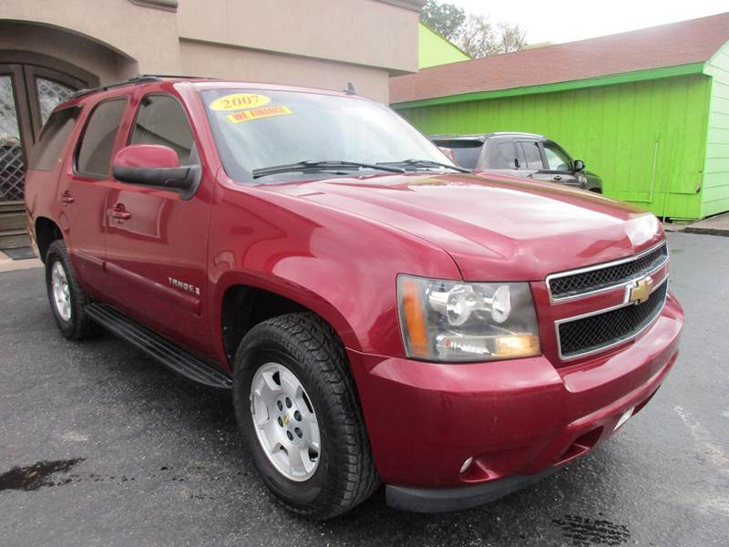 2007 CHEVROLET TAHOE LT 4DR SUV cranbewrry metallic third row seating with an lt package that incl