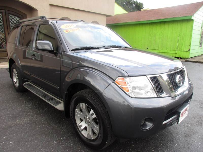 2010 NISSAN PATHFINDER SE 4X4 4DR SUV gray nobody walks is our signature motto and that simply m