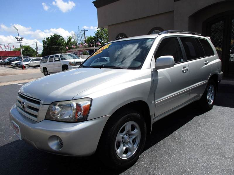 2004 TOYOTA HIGHLANDER BASE FWD 4DR SUV silver nobody walks is our signature motto and that sim