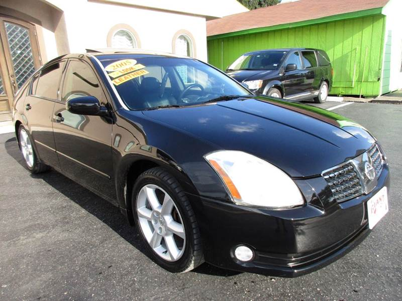 2005 NISSAN MAXIMA 35 SE 4DR SEDAN black low low mileage and very hard to find 6 speed manual tr