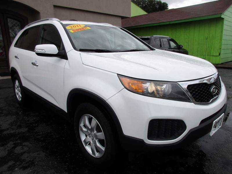 2011 KIA SORENTO LX 4DR SUV V6 white third row suv that you can stack up to and right next to t