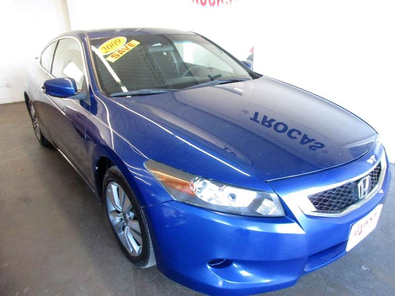 2009 HONDA ACCORD EX 2DR COUPE 5A blue extra clean inside and out and has a ride and drive that is