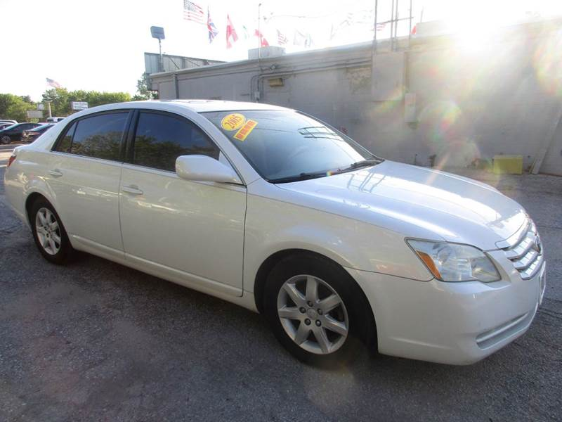 2005 TOYOTA AVALON XLS 4DR SEDAN white nobody walks is our signature motto and that simply mean