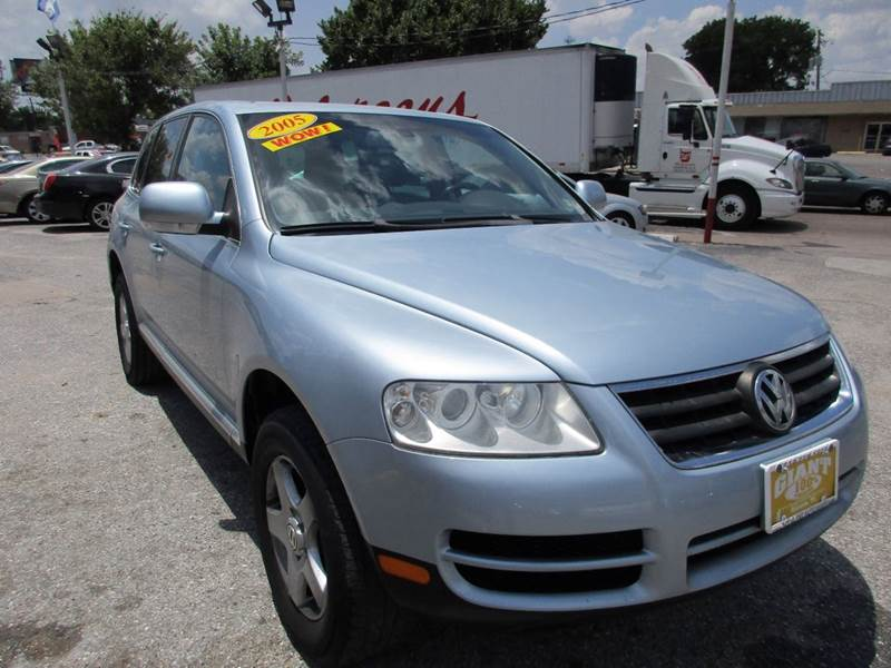 2005 VOLKSWAGEN TOUAREG V6 AWD 4DR SUV blue nobody walks is our signature motto and that simply