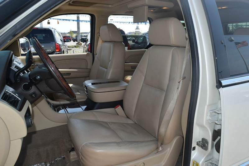 2009 Cadillac Escalade Base AWD 4dr SUV w/V8 Ultra Luxury Collection - Indianapolis IN