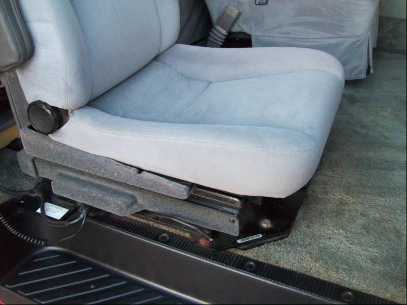 2000 Ford Econoline 150  - Belvidere IL