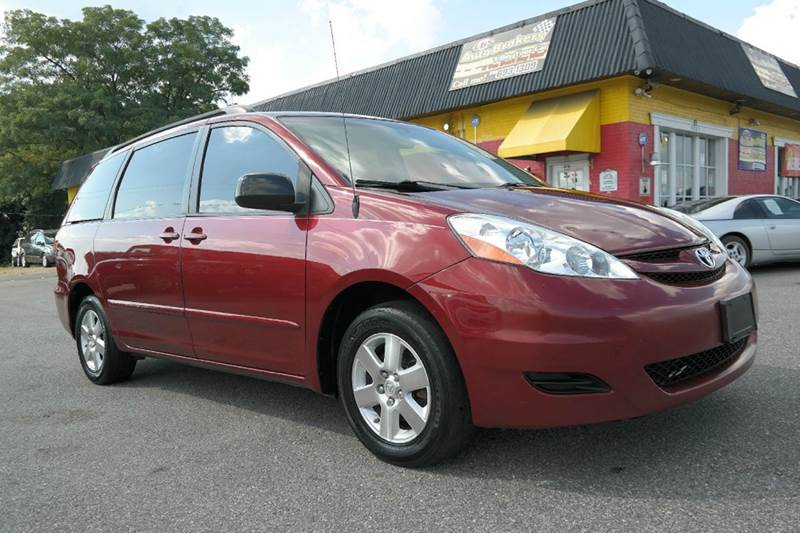 2009 toyota sienna le clean family van in fredericksburg va l s auto brokers. Black Bedroom Furniture Sets. Home Design Ideas
