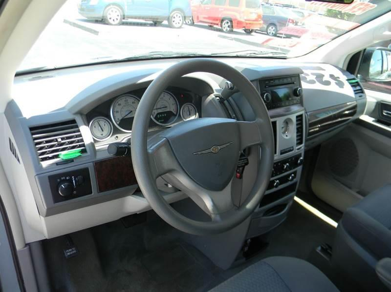 2009 chrysler town and country lx mini van 4dr in appleton. Black Bedroom Furniture Sets. Home Design Ideas