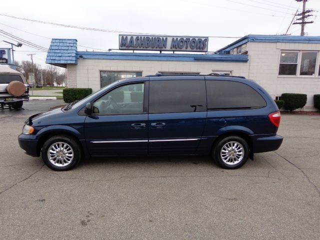 2002 Chrysler Town and Country for sale in MOUNT CLEMENS MI