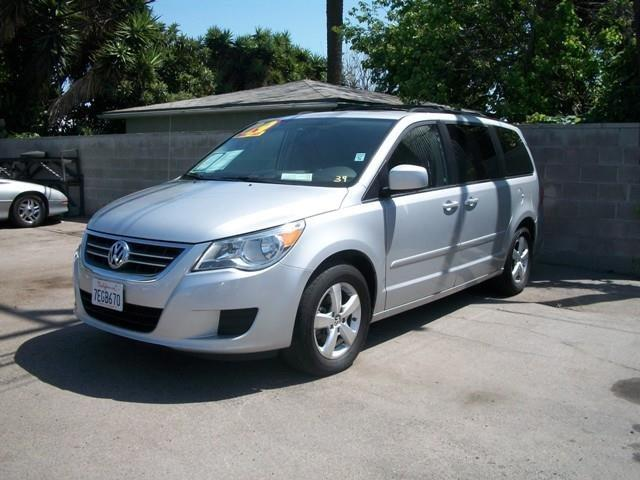 2009 volkswagen routan se minivan 4d van lawndale ca. Black Bedroom Furniture Sets. Home Design Ideas