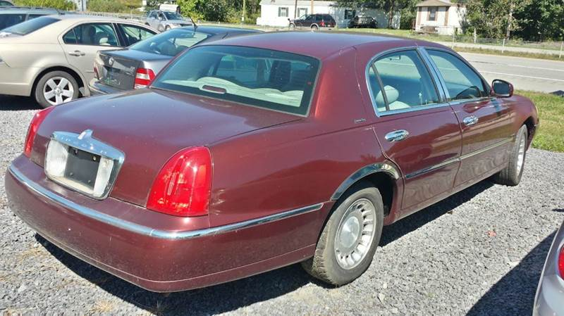 2000 Lincoln Town Car Executive 4dr Sedan - Darlington PA