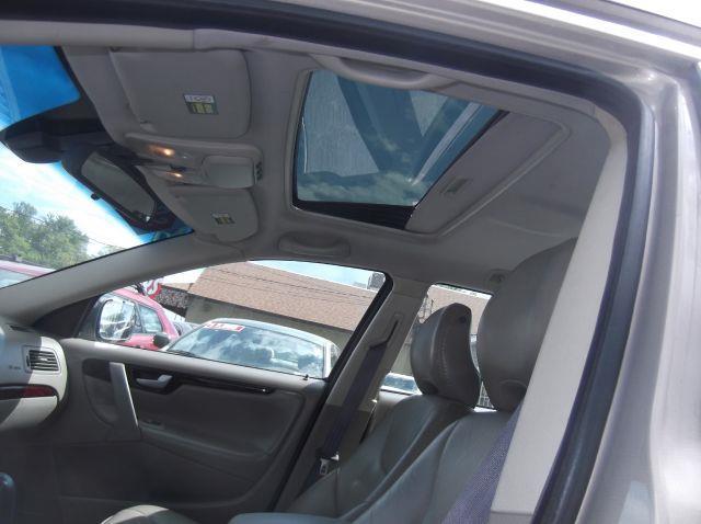 2004 Volvo XC70