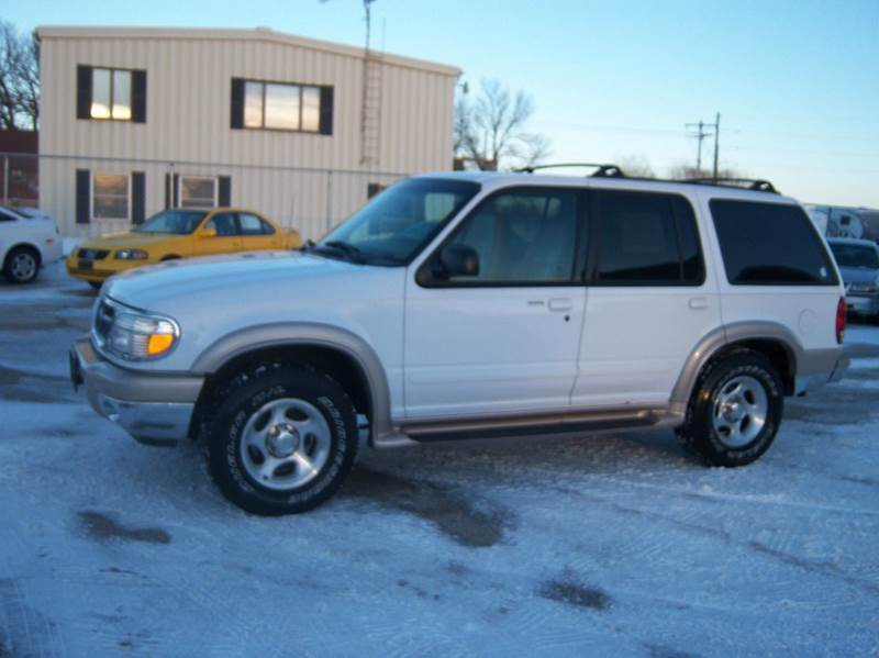 2000 ford explorer eddie bauer awd 4dr suv in fond du lac. Black Bedroom Furniture Sets. Home Design Ideas